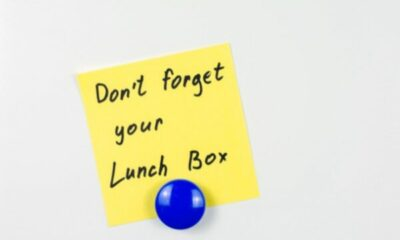 a post-it with don't foget your lunchbox written on it